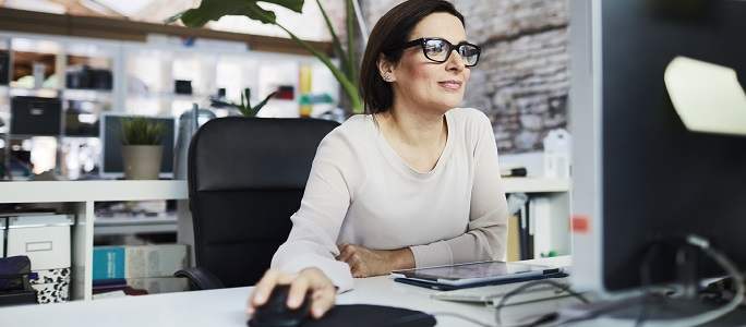Woman at screen for Costpoint Expense Wizard